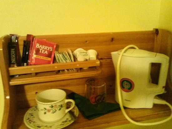 Willow House Bed and Breakfast: Tea Anyone ? :)
