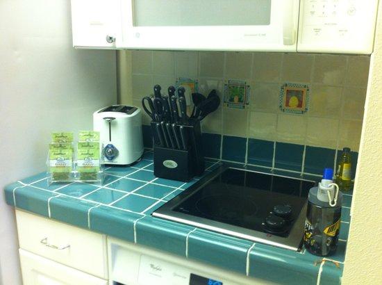 WorldMark Kingstown Reef : Small kitchen, big on supplies!