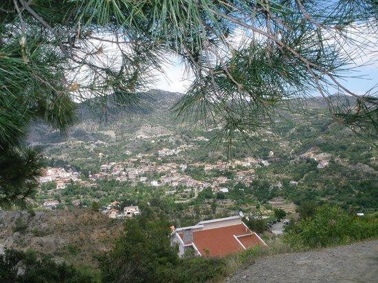 Rodon Mount Hotel and Resort: PANORAMIC VIEW OF AGROS VILLAGE