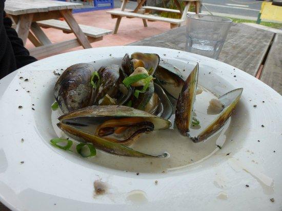Waiomu Beach Cafe: Coromandel Mussels in coconut & miso