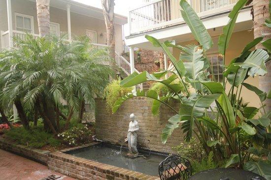 Dauphine Orleans Hotel: Annex Courtyard