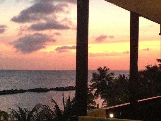 Lions Dive & Beach Resort Curacao : Zonsonderganag vanuit de kamer