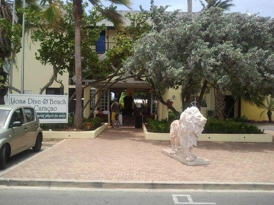 Lions Dive & Beach Resort Curacao : Voorzijde Lions Dive & Beach Resort