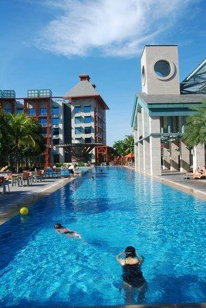 Hard Rock Hotel Singapore: A long swimming pool