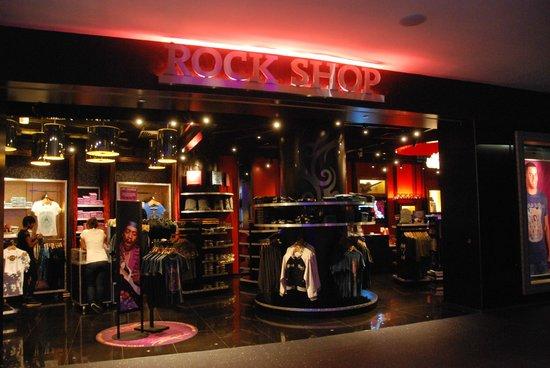 Hard Rock Hotel Singapore: Shop selling Hard Rock souvenirs