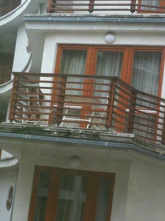 Lord Residence: Smutsig balkong, med mögel