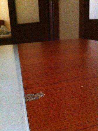 Lord Residence: Bord i rum i dåligt skick
