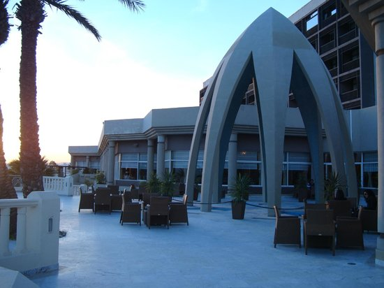Sheraton Tunis Hotel: outdoor Cafe view
