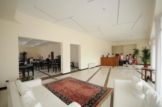 Hotel Sorriso: Hall