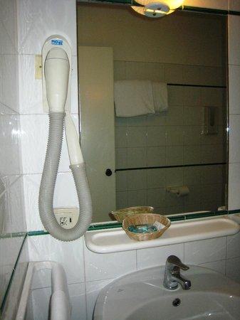 Hotel Laurentia: Супер-агрегат - фен для сушки волос! А вы что подумали?