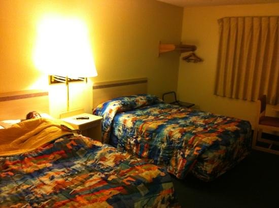 Motel 6 Colby: double room