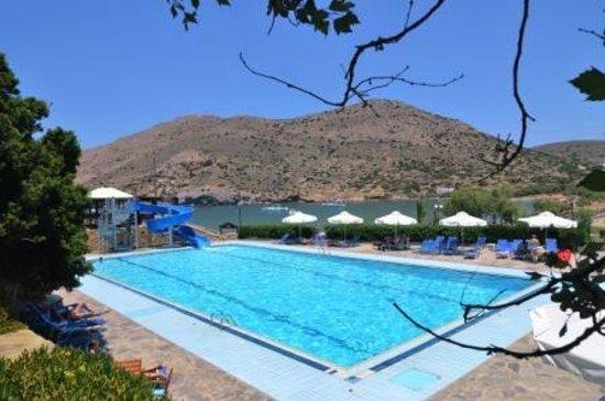 Dolphin Bay Family Beach Resort: Pool Area