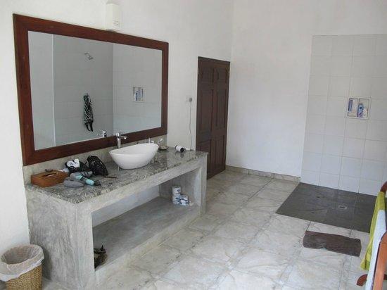 Shangri-Lanka Villa: großzügig geschnittenes Bad