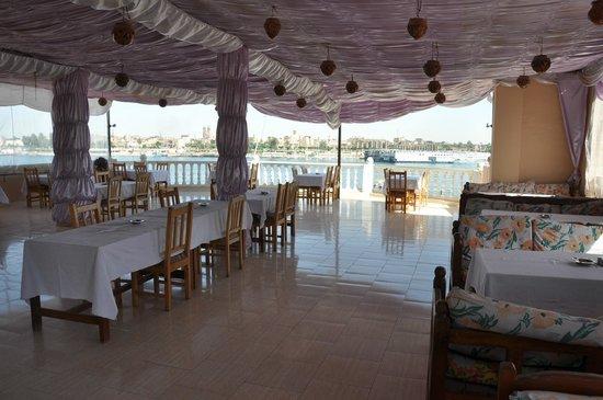 El Mesala Hotel: Restaurant and breakfast area