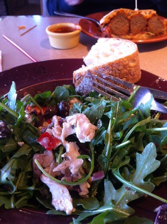 Wildflower Bread Company: Salad with arugula and organic chicken ! It's Excellent !