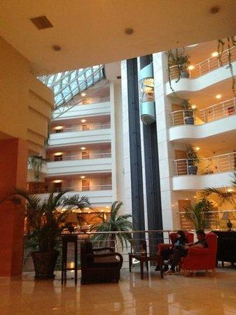 Maritim Pine Beach Resort: лифт