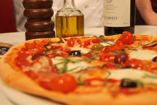 La Fiamma: Mmmm...Pizza