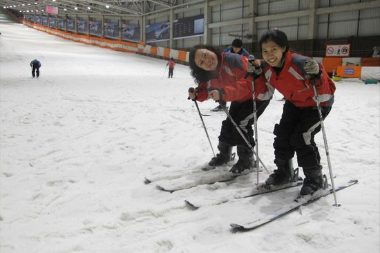Qiaobo International Convention Center: sisters in snow dome