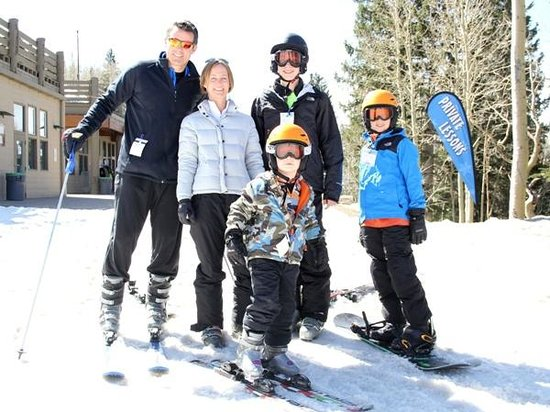 Arizona Snowbowl: Family enjoys Spring Break together on the slopes!