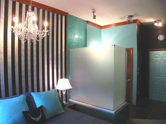 The Roxbury, Contemporary Catskill Lodging : The Golightly-A-Go-Go Studio Theme Room