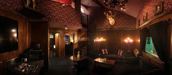 The Roxbury, Contemporary Catskill Lodging: The Noir Boudoir Suite in The Roxbury North