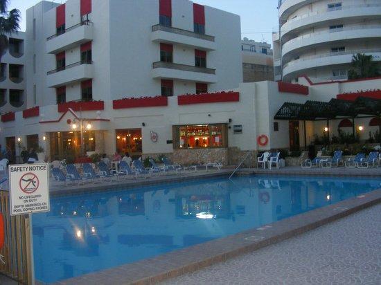Blue Sea San Anton: hotel,pool area,