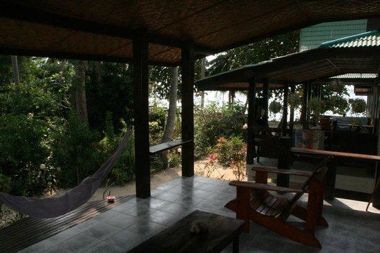 Seaflower Bungalows : Bungalow Ayutthaya n° 4 - terrasse