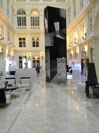 Barcelo Brno Palace: Barcelo Palace atrium