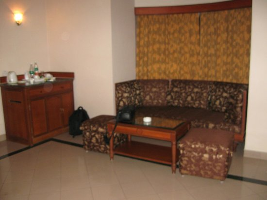 KTDC Tea County Munnar: Seating Couch in my room
