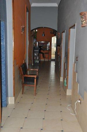 Golden Hotel: 3rd floor hallway
