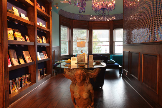 The Roxbury, Contemporary Catskill Lodging: Reading Library in The Shimmer Spa North