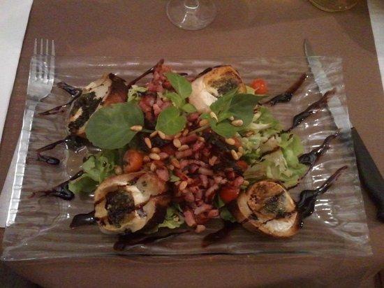 Le Mistral : Salade chêvre chaud sur toasts grillés