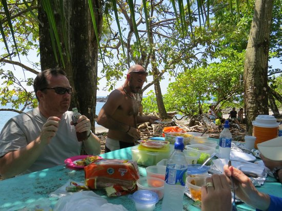 Drake Bay, คอสตาริกา: Cano Island lunch after snorkeling