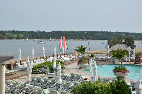 Wequassett Resort and Golf Club: zicht op het zwembad