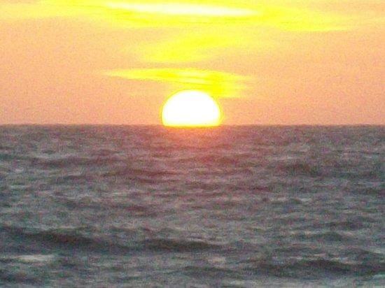 كيفالوس بيتش توريست فيلدج: sunset in front of Kefalos beach