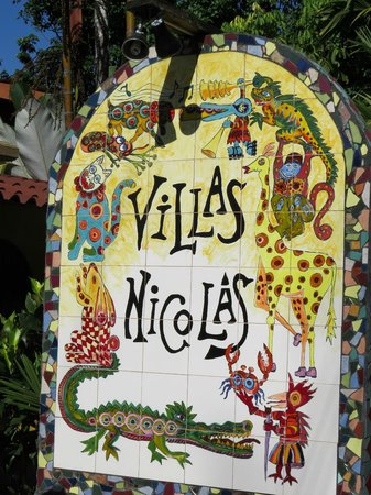 Villas Nicolas: Signage at the street