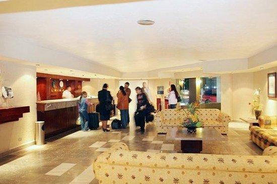 Araiza Palmira: Lobby