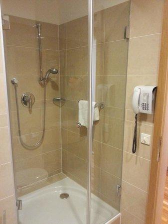 Hotel Am Stephansplatz: die Dusche