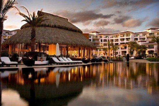 Cabo Azul Resort: Hotel Exterior