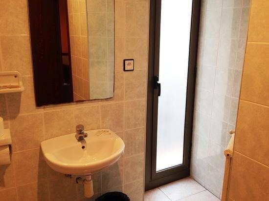 Operaramblas: bagno con uscita sul poggiolo