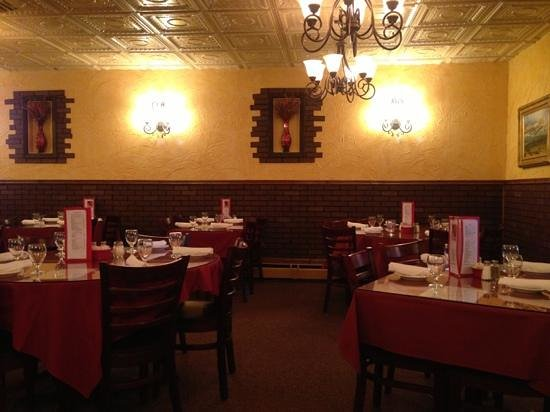 Adriano's Italian Restaurant: they also have booths.