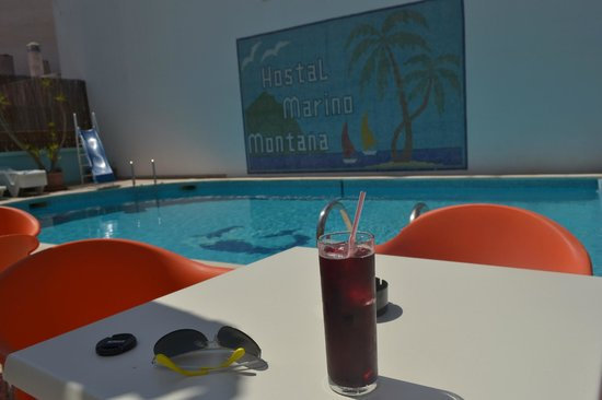 Hostal Marino: Sangria by the pool ;)