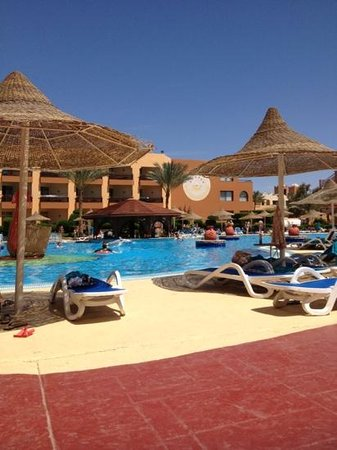 Nubian Village Hotel: by the pool