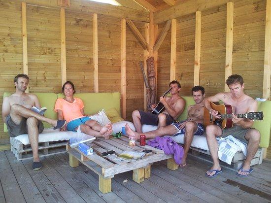 Villa Tiki / Vieux-Boucau Surflodge: Salon extérieur