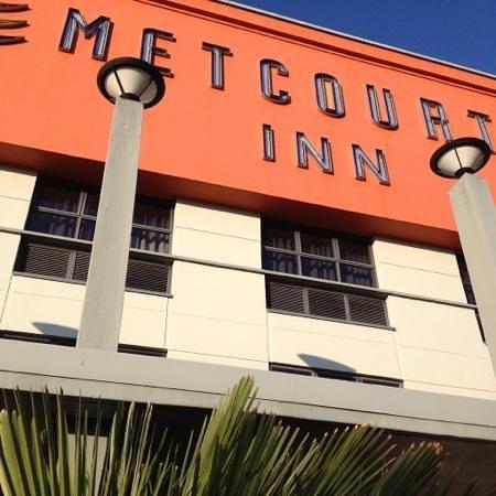 Peermont Metcourt Inn at The Grand Palm: facade
