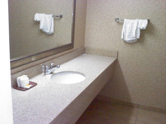 Days Inn Klamath Falls : bathroom