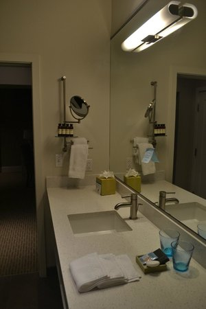 Hotel Parq Central: Bathroom