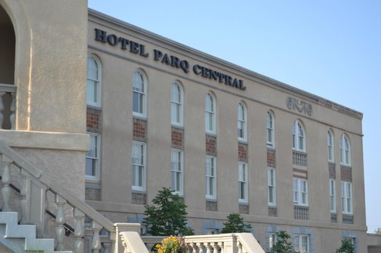 Hotel Parq Central: Another front view
