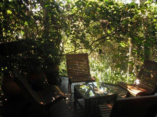 Pousada Vila do Bosque: Área externa do apartamento duplex, uma delícia.