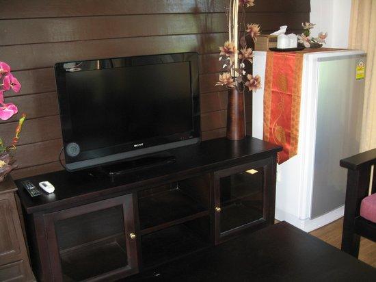 The Lamuna: Flatscreen and large fridge